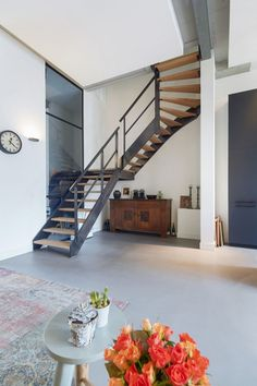 mooie vloeren in stadsvilla te Breda Bungalow, Stairs, Modern, Projects, Homes, Home Decor, Log Projects, Stairway, Trendy Tree