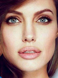 Celebrity Beauty Secrets – Angelina Jolie … - To Beauty Huda Beauty Makeup, Beauty Make-up, Hair Makeup, Beauty Hacks, Hair Beauty, Natural Beauty, Makeup Brush, Angelina Jolie Makeup, French Beauty Secrets