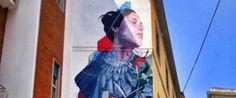 street art a napoli materdei by Bosoletti Rappresenta una grande sirena bruna ammiccante e ricopre l'intera facciata di un condominio di salita San Raffaele.