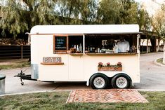 Inspired by citrus and summer nights, this modern ranch wedding is one to bookmark! Food Cart Design, Food Truck Design, Coffee Shop Bar, Coffee Carts, Mobile Bar, Converted Horse Trailer, Coffee Food Truck, Coffee Trailer, Portable Bar
