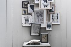Pretty art wall with a neat frame arrangement. Frames On Wall, Wall Collage, Wall Art, Art Frames, Art Walls, Framed Art, Interior Architecture, Interior And Exterior, Photowall Ideas