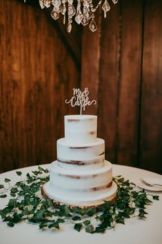 Simple can be more, in this case it's EVERYTHING.  #weddingcake #romanticweddingcake #cake #weddingreception