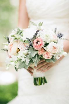 Pretty bouquet: http://www.stylemepretty.com/little-black-book-blog/2014/04/04/whimsical-elegant-tea-party-wedding/ | Photography: Linda Aredondo - http://lindaarredondo.com/