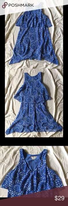 """Flowy Print Dress Cornflower blue with white pattern. I love the layered look of this dress and the color is perfect for spring. Tag says size 4 but it runs small IMO. I'm 5'3"""" and it lands just above my knees. London Times Dresses Midi"""