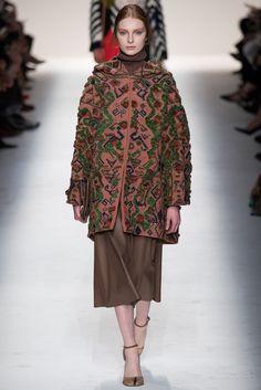 Valentino Fall 2014 Ready-to-Wear Fashion Show - Dasha Gold (OUI)