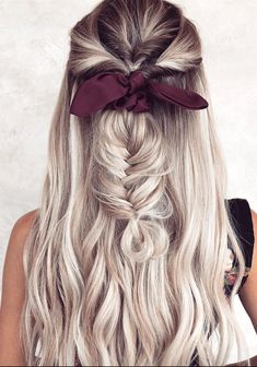 10 Hairstyles You Can Try In Less Than A Minute To Look Gorgeous. If you're a woman looking to reduce the hours dedicated to styling you hair, but still look flawless, this list will give you some tips to get ready in no time. Simple quick hairstyles th Up Dos For Medium Hair, Medium Hair Cuts, Medium Hair Styles, Curly Hair Styles, Box Braids Hairstyles, Pretty Hairstyles, Hairstyle Ideas, Cute Quick Hairstyles, Woman Hairstyles