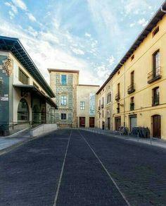 Plaza del mercado y torre del palacio del conde Luna