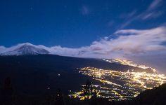 El valle de la Orotava y el Teide nevado al en el horizonte.