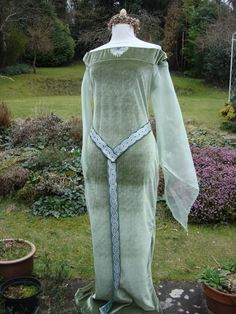 Elven priestess  Arwen coronation  Medieval lotr  Celtic renaissance pagan handfasting wedding gown / party dress 14 to 20. £80.00, via Etsy.