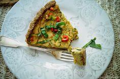 """KNUSPERKABINETT: Herzhafte Basilikumquiche mit """"Blumenkohlkäse"""" veg... Avocado Toast, Healthy Lifestyle, Vegan Recipes, Veggies, Breakfast, Quiche, Pizza, Food, Protein Rich Recipes"""