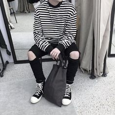 Discover recipes, home ideas, style inspiration and other ideas to try. Grunge Style Outfits, Tomboy Outfits, Mode Outfits, Grunge Fashion, Boy Fashion, Korean Fashion, Winter Fashion, Casual Outfits, Mens Fashion