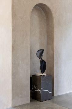 Una casa de campo diseñada por Norm Architects Interior Minimalista, Inspirations Magazine, Nordic Style, Sconces, Bubbles, Wall Lights, Vase, Home Decor, Minimalist Bathroom