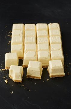 Healthy Recipes This isn't a healthy recipe, but the idea of doing cheesecake bites in an ice cube tray, genius! - Milkybar fans will love this white chocolate cheesecake version. and you won't believe what we use to make it! Mini Desserts, Just Desserts, Delicious Desserts, Yummy Food, Health Desserts, Cheesecake Recipes, Dessert Recipes, Cheesecake Bites, Frozen Cheesecake