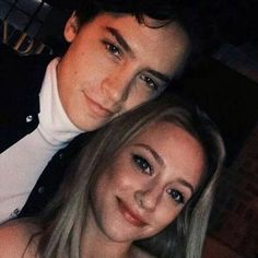 Betty and jughead, riverdale memes, riverdale cast, lili reinhart and cole sprouse, Kj Apa Riverdale, Riverdale Netflix, Riverdale Funny, Riverdale Memes, Lily Cole, Betty Cooper, Photos Amoureux, Riverdale Betty And Jughead, Lili Reinhart And Cole Sprouse
