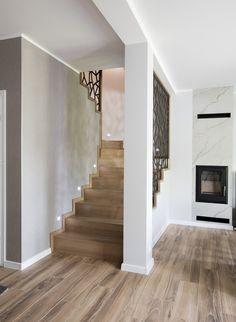 Pooja Room Door Design, Home Stairs Design, Home Room Design, Home Design Plans, Interior Design Living Room, Japanese Living Room Decor, Stairs In Living Room, Casa Patio, Bathroom Design Inspiration