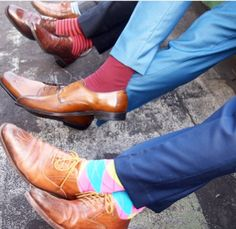 The Gentleman Style Guide rule nr Socks are an extension of your personality. They don't need to match your pants, but they should complement your whole look. Business Casual Dresses, Business Casual Men, Crazy Socks, Cool Socks, Men's Socks, Pencil Skirt Casual, Socks And Sandals, Mens Fashion Blog, Colorful Socks