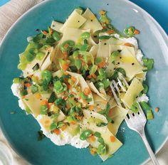 Recipe for Fresh Pasta With Favas And Ricotta : La Cucina Italiana Light Pasta, Vegetarian Pasta Recipes, Ricotta, Fresh Pasta, Fruit And Veg, Pork Belly, Mediterranean Recipes, Eating Habits, Veggies