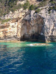 Agosto 2016     PAXI   Paxos o Paxi o Paxoi es un grupo de islas que pueden encontrarse a 14 kilómetros al sur de Corfú. Cubre un área de...
