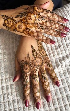 Stylish Mehndi Designs Find the best and latest stylish mehndi designs for hand. Stylish Mehndi Designs Find the best and latest stylish mehndi designs for hands… Modern Henna Designs, Latest Henna Designs, Indian Henna Designs, Henna Art Designs, Mehndi Designs For Girls, Beautiful Henna Designs, Latest Mehndi Designs, Mehandi Designs, Khafif Mehndi Design