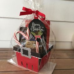 Basket Gifts : 40 Christmas Gift Baskets IdeasChristmas gifting becomes a tough proposition wit Christmas Gift Baskets, Diy Christmas Gifts, Christmas Treats, Christmas Projects, All Things Christmas, Christmas Cards, Handmade Christmas, Craft Gifts, Diy Gifts