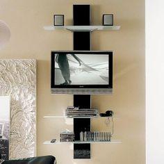 Panel pro zavěšení ploché televize může mít podobu neobvyklého systému polic. Skleněná stěna Viola od Bontempi je ze skla a stojí přibližně 34 200 Kč