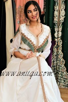 Morrocan Dress, Moroccan Caftan, Saree Gown, Caftan Dress, Hijab Fashion, Fashion Dresses, Emo Fashion, Lolita Fashion, African Traditional Dresses