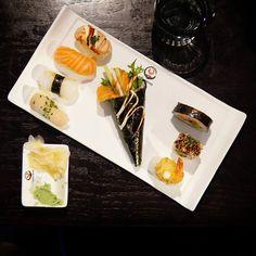 SushihetkiSushi time . . . #sushi #japanilainenruoka #itsudemohelsinki #ruokakuva #viikonloppu #ruokablogi #lounas #nelkytplusblogit #maki #makiroll