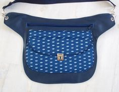 Diabetic Pump, Shabby Chic Stil, Keep Cool, Diy Bags, Leather Bags, Fanny Pack, Diy And Crafts, Pumps, Couture
