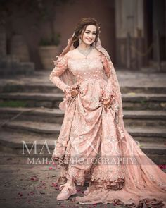 Happy brides are the prettiest! Asian Wedding Dress Pakistani, Pakistani Bridal Makeup, Pakistani Dress Design, Pakistani Dresses, Bride Reception Dresses, Desi Wedding Dresses, Wedding Attire, Dress Wedding, Wedding Bride