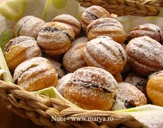 "Cream Filled ""Nuts"" - Looks Delicious! No Cook Desserts, Just Desserts, Delicious Desserts, Romanian Desserts, Romanian Food, Romanian Recipes, Dessert Drinks, Dessert Recipes, My Favorite Food"