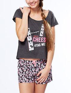 Pyjama short 'Selfie Mickey' Femme du 34 au 52 12,00€ Pyjashort Même 'Mickey' se prend au jeu du selfie ! - Ensemble 2 pièces pyjashort - Tee-shirt à manches courtes -