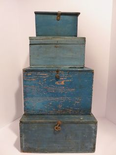 Primitive antique box for stacking, great old blue paint, aafa, nr Primitive Homes, Primitive Kunst, Primitive Antiques, Country Primitive, Primitive Decor, Primitive Colors, Old Boxes, Antique Boxes, Antique Trunks