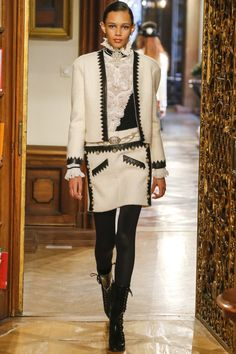 Fashion| Chanel Pre-Fall 2015/16, Métiers d'art, Paris-Salzburg | http://www.theglampepper.com/2014/12/03/fashion-chanel-pre-fall-201516-metiers-dart-paris-salzburg/