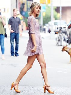 """Taylor Swift's Downtown Style Is Completely """"Out of the Woods"""""""