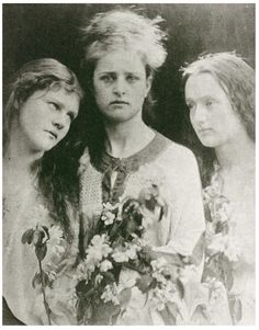 The Kissed Mouth: Some Thoughts on Emily Peacock-Three King's Daughters Fair (Mary and Emily Peacock and Annie Chinery) Julia Margaret Cameron History Of Photography, Documentary Photography, Portrait Photography, Vintage Photographs, Vintage Images, Elizabeth Siddal, Julia Margaret Cameron, Pre Raphaelite, Female Photographers