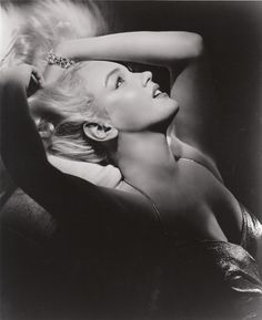 Marilyn Monroe photographed by Frank Powolny, 1950. I LOVE THIS, I have it in my room (: