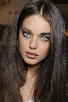 possibly the most beautiful eyes in the world Brown Hair Blue Eyes Girl, Gray Eyes, Blue Hair, Emily Didonato, Most Beautiful Eyes, Olive Skin, Cute Girl Face, Woman Face, Pretty Face