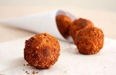 Receta de Bolas de pollo fritas de dificultad Fácil para 6 personas lista en 20 minutos.
