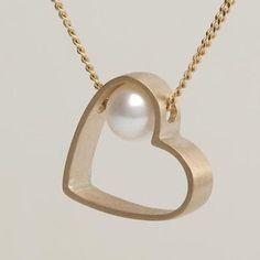 Lia-Di-Gregorio-Heart-box-one-pearl-necklace-chs2.jpg 399 × 399 pixlar