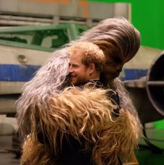 """""""Huge fans"""" Prince William and Prince Harry got the chance to visit the set of the current Star Wars sequel during their trip to Pinewood Studios, where they got to meet Chewbacca, Mark Hamill, Daisy Ridley, John Boyega and more. Chewbacca, Star Wars Cast, Star Wars Film, Prince William And Harry, Prince Harry And Meghan, Prince Charles, Star Wars Episode 8, Episode Vii, 19 Avril"""