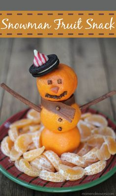 Snowman Fruit Snack - A fun winter snack or fruit platter for Christmas morning via momendeavors.com
