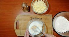 Už nikdy nebudete váhať, čo urobiť z vajca a múky. Slané minikoláče sa zjedia za pár minút - radynadzlato.sk Kefir, Camembert Cheese, Good Food, Dairy, Cooking Recipes, Basket, Bakken, Chef Recipes