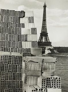 La Tour Eiffel, Paris, 1933 by André Kertész Andre Kertesz, Paris Photography, Urban Photography, Vintage Photography, Color Photography, Straight Photography, Budapest, Tour Eiffel, New York City