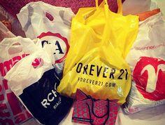 Acabei dando uma surtadinha básica e fiz muitas comprinhas de roupas e acessórios em lojas fast fashion como Forever 21, C&A, Renner, Marisa e Riachuelo...