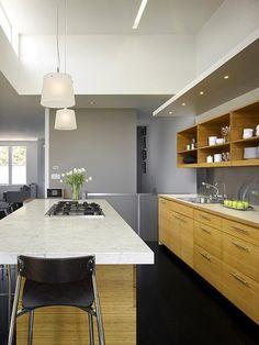 cocina amplia en un apartamento