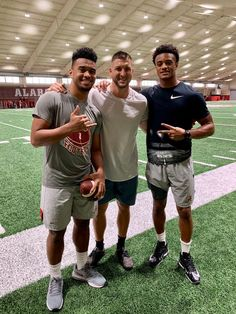 """""""With a couple of greats before they play a big one tomorrow. Crimson Tide Football, Notre Dame Football, Alabama Crimson Tide, Oregon Ducks Football, Ohio State Football, American Football, Espn College Football, Tim Tebow, University Of Alabama"""