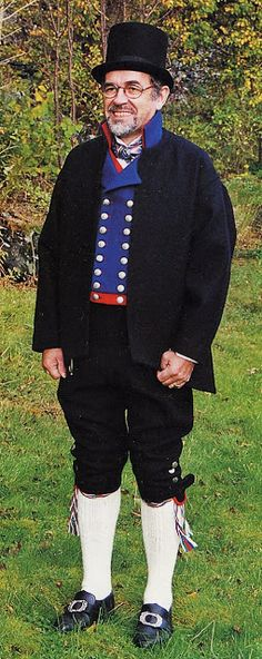 Hello all, Today I will cover the last province of Norway, Hordaland. This is one of the great centers of Norwegian folk costume, hav. Folk Costume, Costumes, Norwegian Clothing, Folklore, Traditional Outfits, Norway, Hipster, Culture, Embroidery