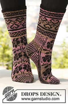 Ravelry: 142-35 Roses with Love - Socks with pattern in Fabel pattern by DROPS design free