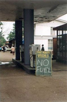 Gas special: Zimbabwe special for real Zimbabwe History, Zimbabwe Africa, Funny African Pictures, Funny Road Signs, Cool Pictures, Funny Pictures, Moving To The Uk, Its A Wonderful Life, East Africa