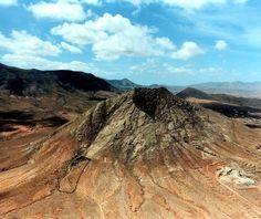 Mountain Tindaya (Esmeralda) à La Oliva, Fuerteventura. Les Guanches, les anciens habitants avaient comme une montagne sacrée.